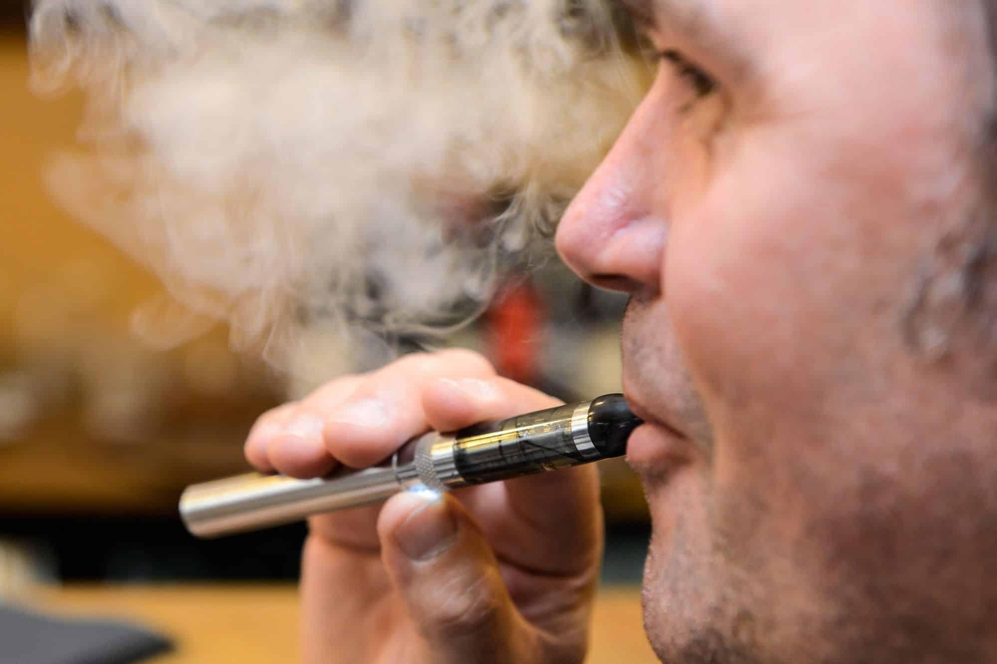 Cigarette électronique : Pourquoi le vapoteur l'adore ?